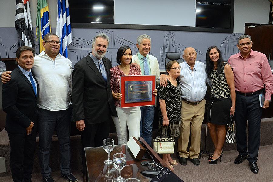 Ritinha Prates recebe diploma de Honra ao Mérito